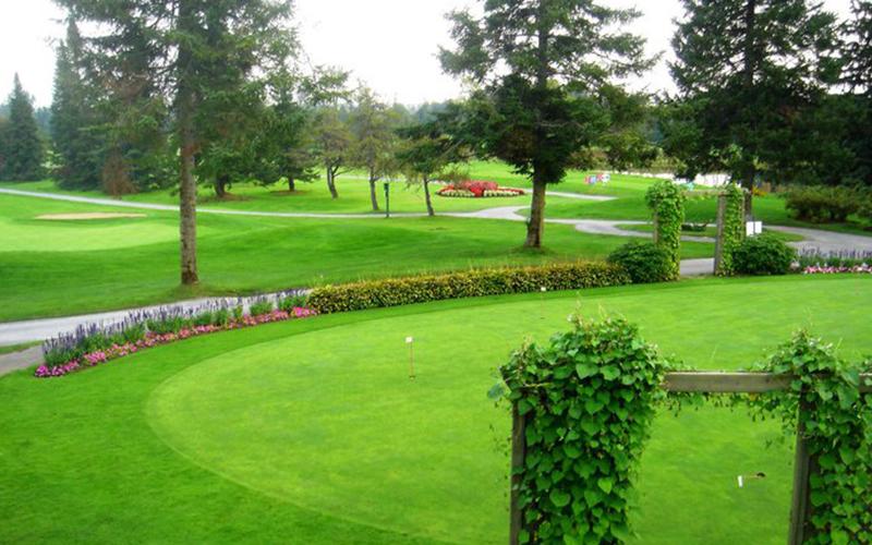 Terrain de golf près de Boisbriand dans les Laurentides